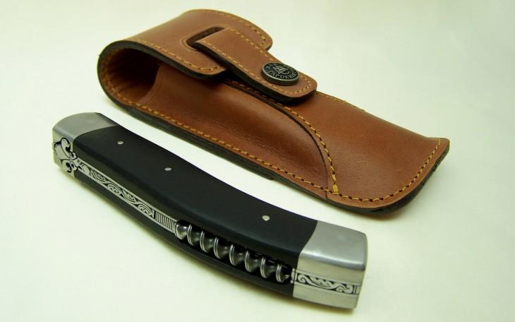 Couteau chasse 13 cm manche ebene ressort forgé mitres titane aerospatial lame RWL34
