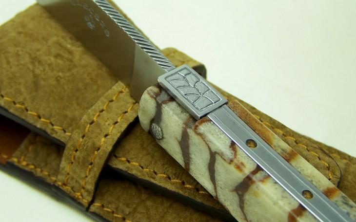 Couteau Laguiole manche corail ressort forgé ciselé sertie de citrine