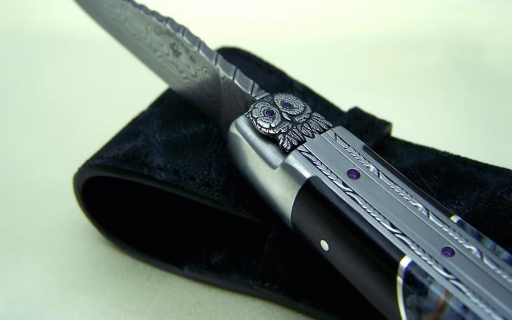 Couteau luxe Laguiole ébène et molaire de mammouth ressort sertie  Améthystes et chouette cisele