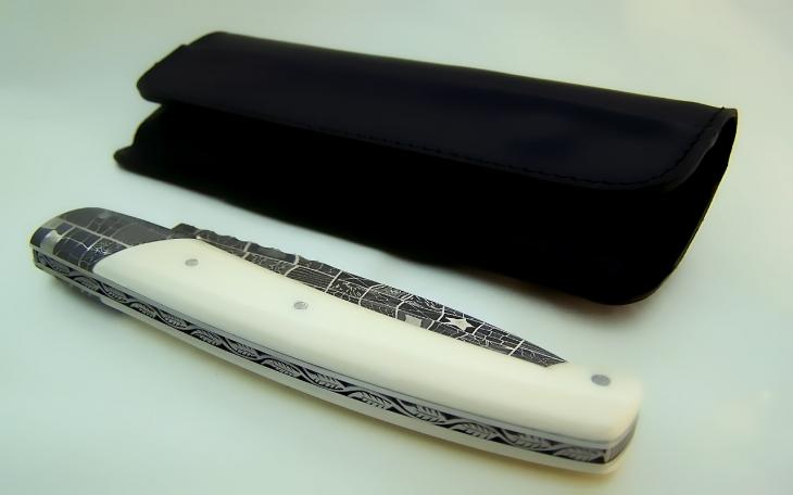 Couteau d'art CL01 damas mosaique ressort ciselé manche ivoire de mammouth