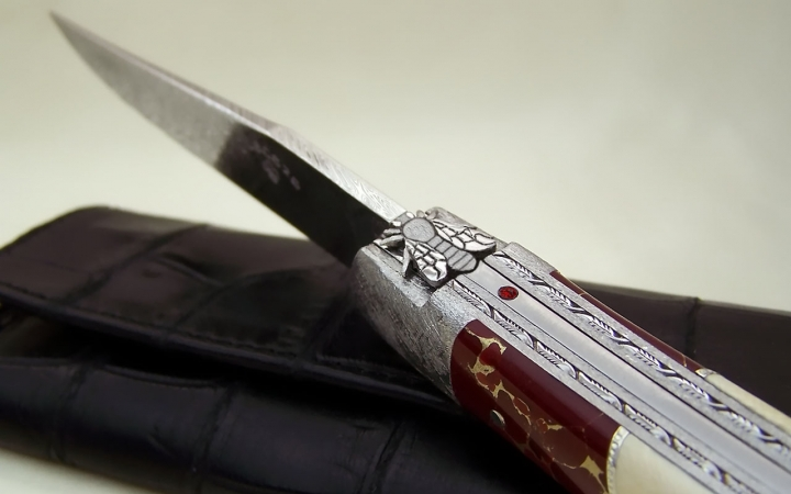 Laguiole knife in jasper and gold, silver 925 and ivory of mammoth spring with ruby and bee hand chiselled